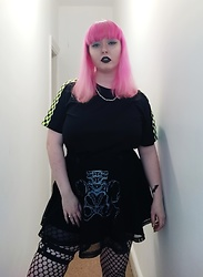 April Willis - Shein Checked Sleeve Tee, Jawbreaker Boned Skater Skirt, Studded Garter, Sugarpill Zero Lipstick - Edgy Betty.