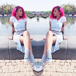 Shady Kleo - Puma Satin Bow Sneakers, Primark Glitter Waistbag, Asos Blue Side Split Midi Dress - Museumplein