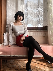 Weronika Bukowczan - Primark Beige Crop Top, Red Leather Vintage Pencil Skirt, Primark Black Tights, Vintage Black Leather Court Shoes - Chic | @vintageshadeson