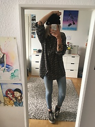 Kelly Doll - Cheap Monday Blue Jeans, Vans Black Sneakers, Obey Black Cap - Look serious