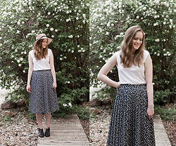 Emily S. - Everlane Muscle Tee, Etsy Vintage Skirt, Free People Destino Flats - In Undertow