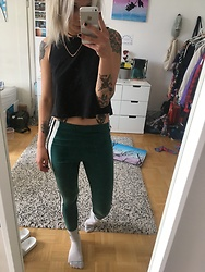 Kelly Doll - Adidas Green Leggings - Sportsly