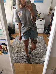 Kelly Doll - Shirt With Stripes, Levi's® Jeans Shorts - Vincent shirt
