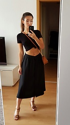 Carmen Schubert - H&M Black Shirt, Zara Black Skirt, Esprit Sandals - Black Summer Look