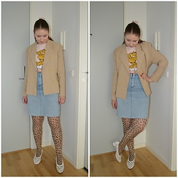 Mucha Lucha - Second Hand Blazer, H&M T Shirt, Second Hand Skirt, H&M Tights, Topshop Shoes - Fast legs