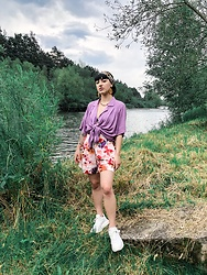 Weronika Bukowczan - H&M Floral Shorts, Vintage Lilac Oversized Shirt, Wojas White Chunky Sneakers, Leopard Print Scarf, H&M Yellow Statement Earrings - Summer Chill