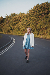Daniella Robins - & Other Stories Blazer, Zara Dress - Summer Style: A Blue & White Floral Delight