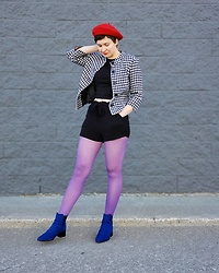 @_heyitsjules - Urban Planet Red Beret, Vintage Houndstooth Jacket, Cobalt Blue Boots - Colour block