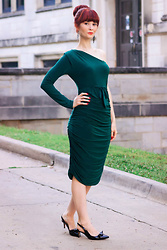 Bleu Avenue - Femmeluxe Emerald One Shoulder Ruched Slinky Midi Dress Savannah - Emerald One Shoulder Dress