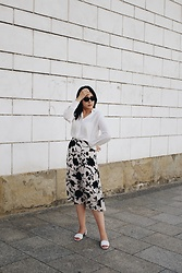 Zuza J. - Mango White Shirt, H&M Skirt, Mango Sandals, Zara Sunglasses - Summer in city