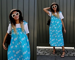 Joanna L - The Rustywool Daisy Print Dress, Zara Sandals - Daisy print dress / @therustywool