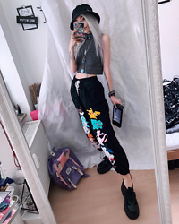 Kimi Peri - Anibiu Pokémon Pants, Altercore Mossi Platform Sneaker, H&M Grey Top, Safety Pin Bucket Hat, Choker, Pastel Backpack - Pokémon Babe 💕