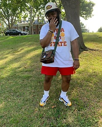 Akil Carter - New Balance Aime Leon Dore X 827, Stack Or Starve Red Shorts, American Eagle Outfitters Ae Tailgate T Shirt, Mitchell And Ness Vintage Nba Finals Snapback Hat - Calm fit and good feets