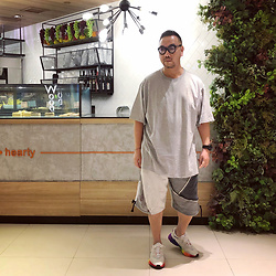 Mannix Lo - Oversize Tee, Midwest Remade Patchwork Vintage Sweat Shorts, Adidas Oweego Sneakers - One bad chapter doesn't mean your story is over
