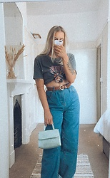 Fern Jenner - I Saw It First Tiger Tee, Nasty Gal Loose Jeans, Primark Croc Bag - Listening to 70s music