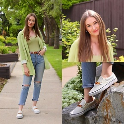 Taylor Doucette - Aritzia Pistachio Cherrelle Jacket, Babaton Pistachio Contour Bodysuit, Citizens Of Humanity Ripped Liya Jeans, Vans Tortoiseshell Chain Slip On Sneakers, Urban Outfitters Vintage Western Belt - Betty - Taylor Swift