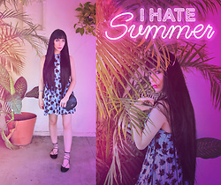 Elsa Lucía Flores - Biography Palm Trees Printed Halter Dress, Vans Black Leather Mini Bag, Pull & Bear Ankle Wrap Straps Flats, Swarovski Swaroski Double Ring - I hate summer