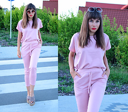 Jointy&Croissanty © - Femmeluxefinery Loungewear Set - Candy pink loungewear set