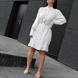 Kat I. - Copenhagen Muse Dress - Minimal white