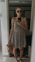Nina V - H&M Floral Flowy Dress, Pull & Bear Woven Bucket Bag, Replay Gold Espadrille Shoes, Ray Ban Round Sunglasses - •sommar•