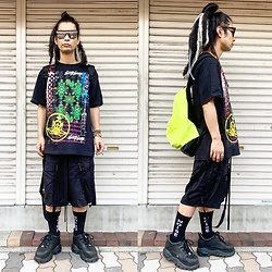 @KiD - Typhoon Mart Mirror Sunglasses, 接吻少女 Silk Screen Tee, Komakino Bondage Shorts, Obey Neon Bag, (K)Ollaps Noise Socks, Buffalo Platform - JapaneseTrash591