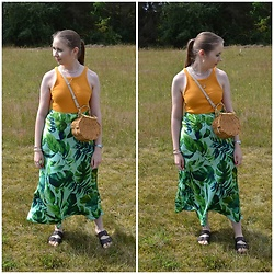 Mucha Lucha - H&M Top, Topshop Bag, Zara Skirt, Vrs Sandals - Outdoors