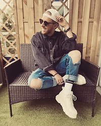 Thibaud Coquillon - Buffalo London Sneakers, H&M Destroyed Jeans, Histreet Oversized Shirt, Calvin Klein Cap, New Look Sunglasses, Obey Socks - #15