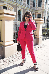 Anna Puzova - Zara Blazer, Zara Trousers, Lindex Top, Reserved Sandals, Mango Bag - Pop Of Colour For The End Of Summer