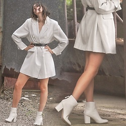 Laura Lou - New Look White Boots - Blazer weather