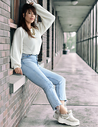 Kaya Peters - Puff Sleeve Sweater, Chunky Sneakers, Light Blue Jeans - Casual