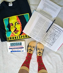 Saguaro Style - Shakespeare Tee, Chatty Feet Shakespeare Socks - William Shakesfeet Socks