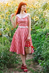 Bleu Avenue Ofbleuavenue - Collectif Top Vintage Poppy Gingham Swing Dress, Collectif Lulu Hun Dina Strawberry Basket Bag - Sunflower Fields