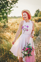 ZuZu Sabo - H&M Summer Hat, Vivien Mihalish Linen Dress, Abreadbag Shopper Bag - Fairytale wildflowers
