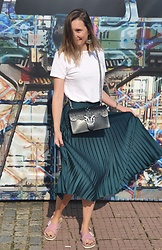 Tata.Tlmc Tolmaci - Zara Skirt, Pinko Bag, Vasky - Zlin movie festival