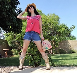 Saguaro Style - Ae Outfitters Peasant Top, Paige Denim Shorts, Corral Cactus Boots, Kate Spade Cactus Backpack - 09.15.20