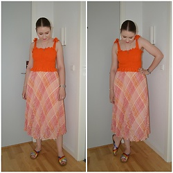 Mucha Lucha - Boohoo Top, H&M Skirt, Asos Sandals - Pink and orange pleated skirt