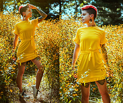 Carolyn W - Femme Luxe Yellow Frills, Jenn Ardor White - Yellow Wildflowers