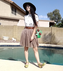 Saguaro Style - Miss Patina London Cat Collar, Betsey Johnson Cactus Bag, Sven Clogs Kiwi - 9.21.20