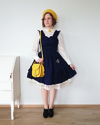 Mari Susanna - Vintage Brooch & Shoes, H&M Beret & Blouse, Baby, The Stars Shine Bright Embroidered Pocket Jsk, Innocent World Underskirt, Souvenir From Rome Bag - Falling for fall