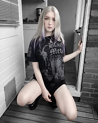 Joan Wolfie - Disturbia Tee Dress - METAPHYSICS // IG: @joanwolfie