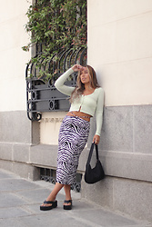 Claudia Villanueva - Pull & Bear Cardigan, Pull & Bear Skirt, Shein Bag, Quanticlo Sandals - 90´s Skirt