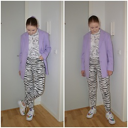Mucha Lucha - H&M Blazer, Zara T Shirt, Asos Jeans, Nike Sneakers - Colder weather (finally)