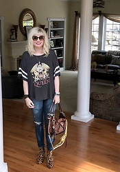 Shannon D - Daydreamer Queen Tee, Miu Custom Bag, Joe's Jeans Denim, Chloé Sunglasses - Casual Mix