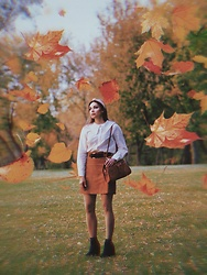 Marina Skater - H&M Shirt, Vintage Bag, H&M Suede Skirt - Autumn 🍂 leaf