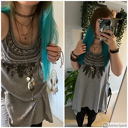 Space Coyote - H&M Feather T Shirt Dress, Accessorize Charm Necklace, Urban Outfitters Layered Necklace - Featherweight