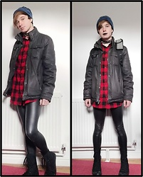 Owen Rathbone - Spiked Choker, Long Red Shirt, Wet Look Leggings, Blue Beanie, Black Boots, Black Lipstick - Down town gothic