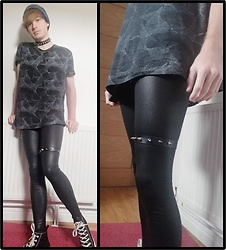 Owen Rathbone - Spiked Choker, Spiked Chocker, Fitto Snake Print Wet Look Leggings, Primark Vans, Black Loose T Shirt, Blue Beanie - Snake print black