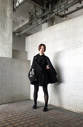 Flosmoony - Vintage Haori, Aesop Shoes - Black Autumn