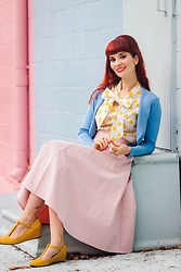 Bleu Avenue Ofbleuavenue - Retrolicious Beehive Print Top, Collectif Jean Bolero Shrug, Chic Wish Classic Simplicity Skirt In Pink - Queen of the Beehive