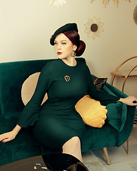 Charlotte S. - Vintage Diva Tawny Pencil Dress - Homeoffice Chic